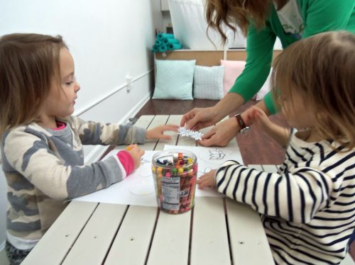 twin-girls-3-yr-olds-little-bees-102516