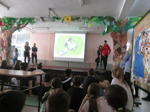 Serbia ecological class on saving life in the rainforest and then enters Frogs Are Green's 2018 Kids Art Contest