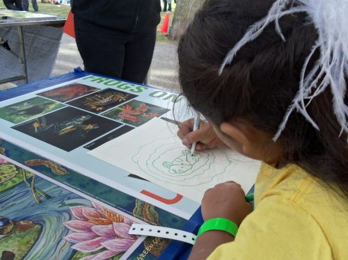 Girl creates beautiful frog drawing at WPLIVE