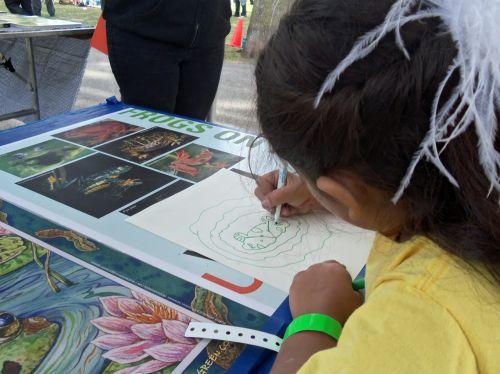 Girl creates beautiful frog drawing at WPLIVE