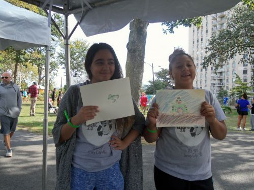 Two young ladies draw frogs at washington park live