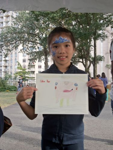 Chloe draws a frog at WPLIVE