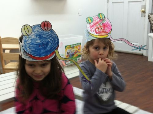 Children 3-6 years old study nature and art with Susan Newman, instructor at Little Bee Learning Studio in Hoboken, NJ